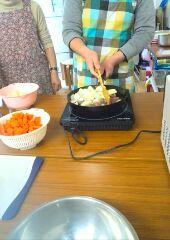 土曜日活動ではシチューを作りました