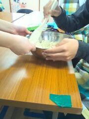 土曜日活動の調理ではハンバーグを作りました