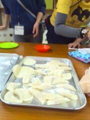 土曜日活動の調理ではぎょうざを作りました